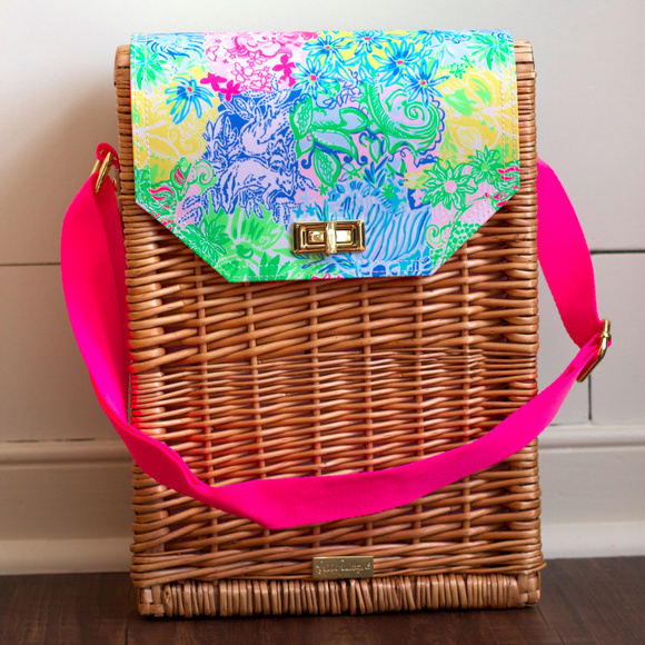 Lilly Pulitzer Handbags - Lilly Pulitzer Wine Picnic Basket WINE NOT INCLUDE